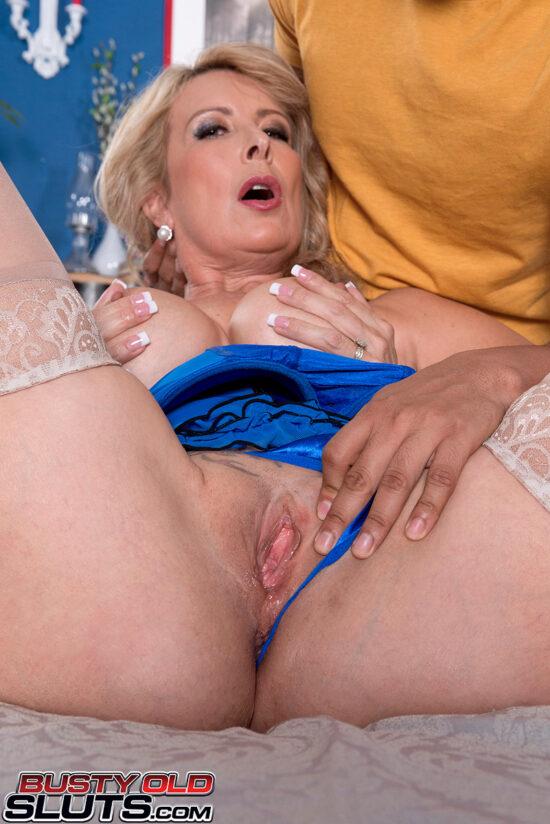 Fotos de anal com coroa gostosa de seios grandes