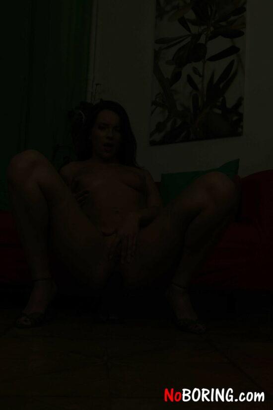 Fotos de branquinha gostosa masturbando o cu