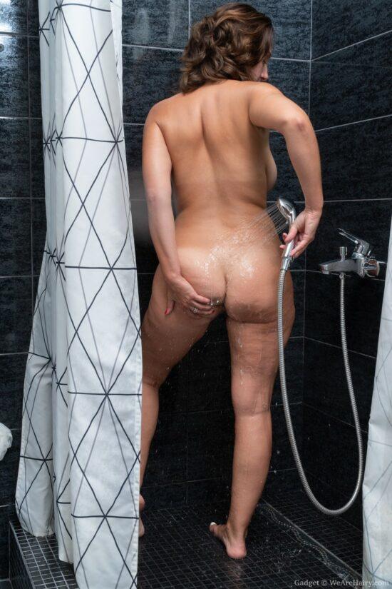 Fotos de coroa pelada mostrando a buceta cabeluda